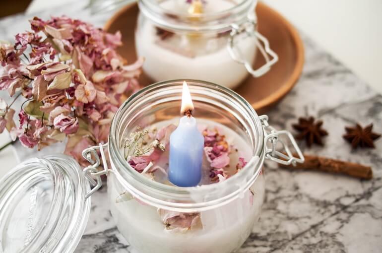 Изготовление эксклюзивных свечей в домашних условиях позволяет создать небольшой домашний бизнес