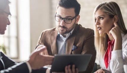 Как найти клиентов юристу: эффективные методы