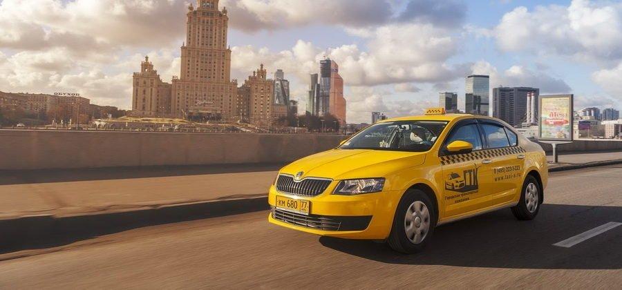 Как устроиться в такси на своем авто в Москве?