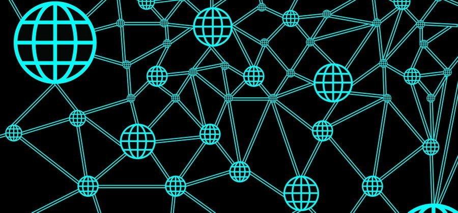 Какова основная цель децентрализации блокчейн платформ