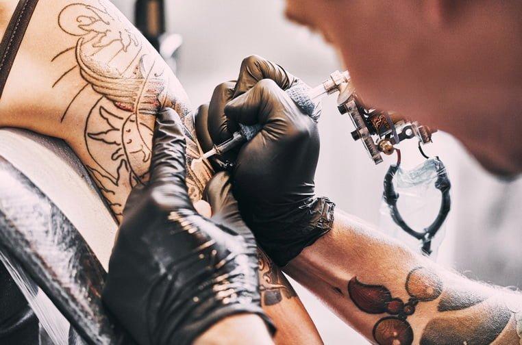 Бизнес-идеи для маленького города - Салон тату и пирсинга
