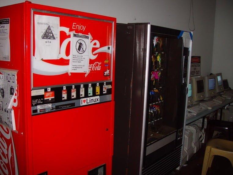 Модифицированный торговый автомат Coca-Cola, 1982 год